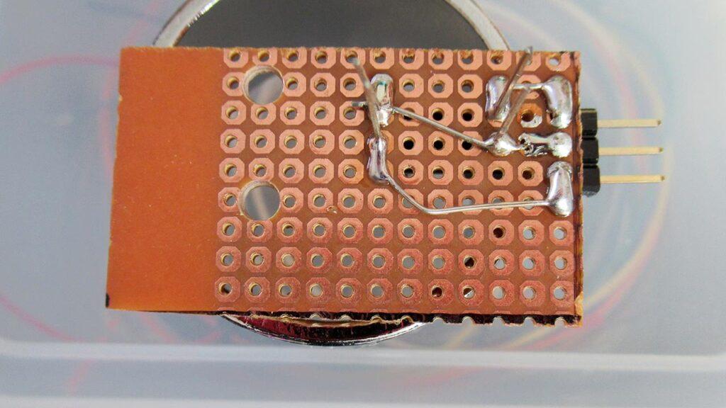 フォトインタラプターをユニバーサル基板に実装した裏側